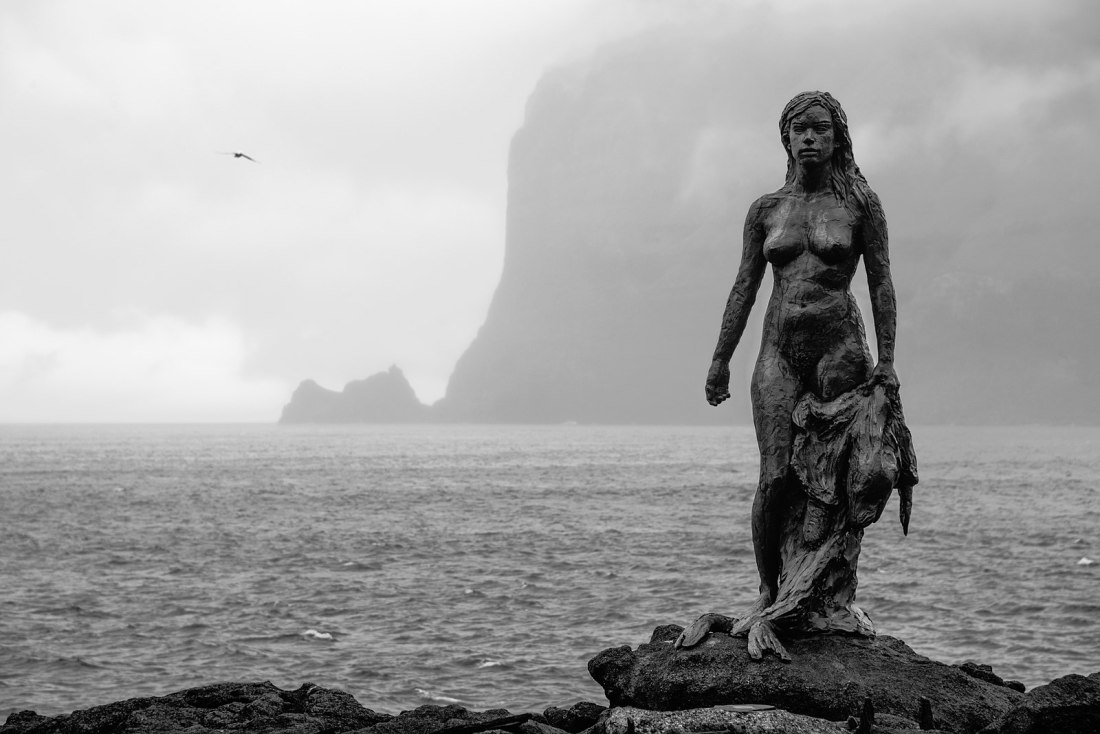1600px-Selkie_statue_in_Mikladalur